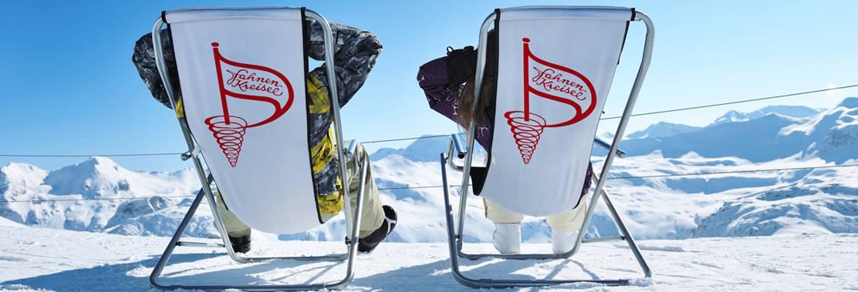 Fahnenkreisel bedruckte Liegestühle für das perfekte Ski-Teambuilding